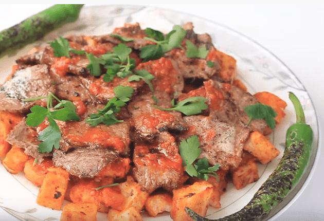İskender Kebap Tarifi: Kebap mit Joghurt-Tomaten-Sauce - Rezept auf Deutsch