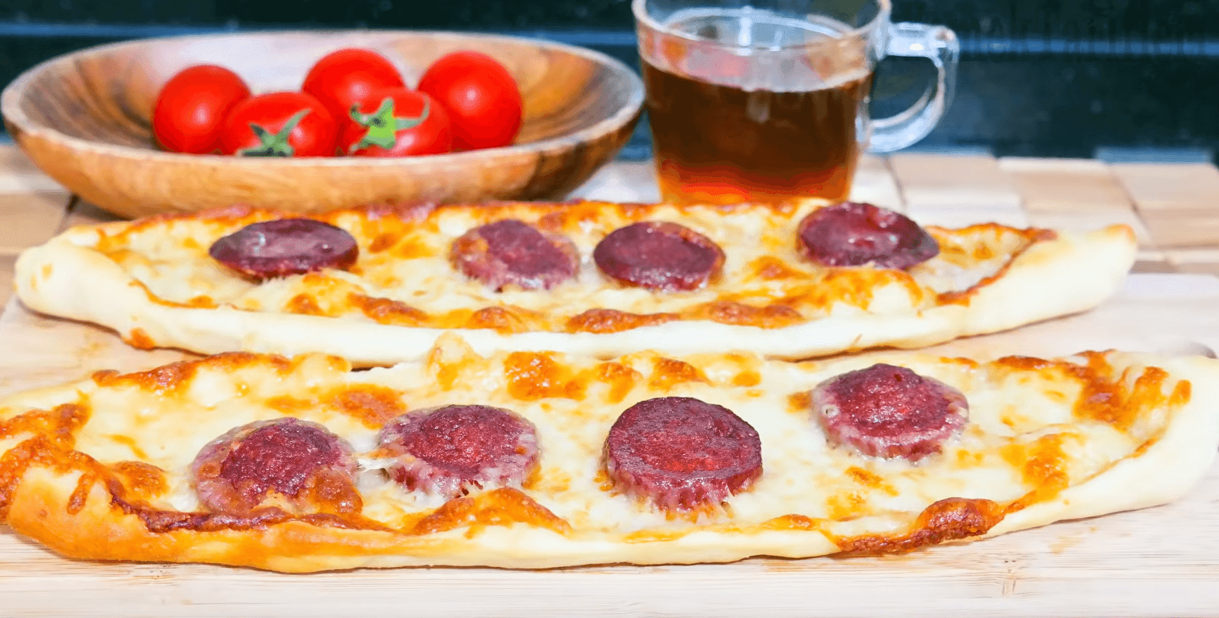 Kaşarlı Pide Tarifi: Fladen mit Knoblauchwurst - Rezept auf deutsch