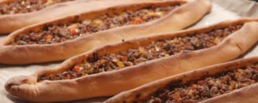 Kuşbaşılı Pide – Rezept für Fladen mit Rindfleisch