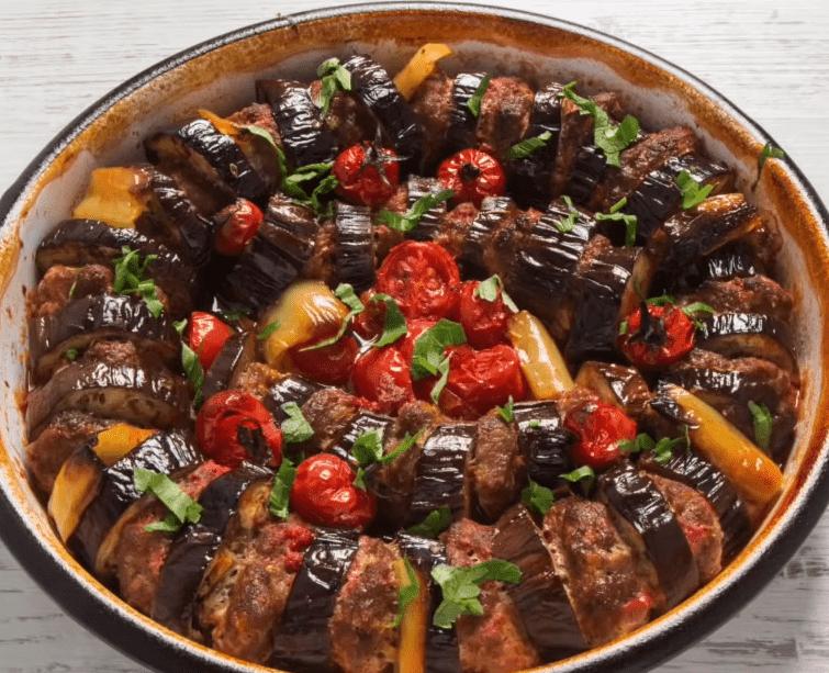 Patlican Kebabi Tarifi: Auberginen-Hack-Pfanne - Rezept auf deutsch