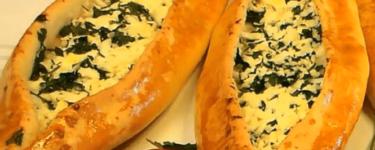 Peynirli Pide – Rezept für Fladen mit Schafskäse